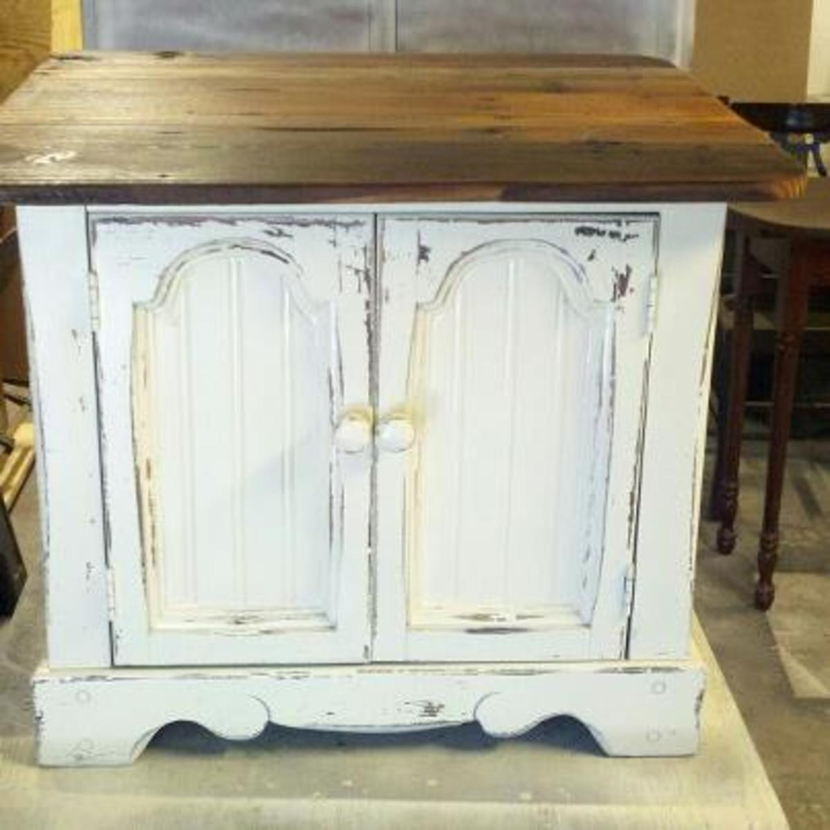 Distressing a Piece of Furniture - a How to Guide.
