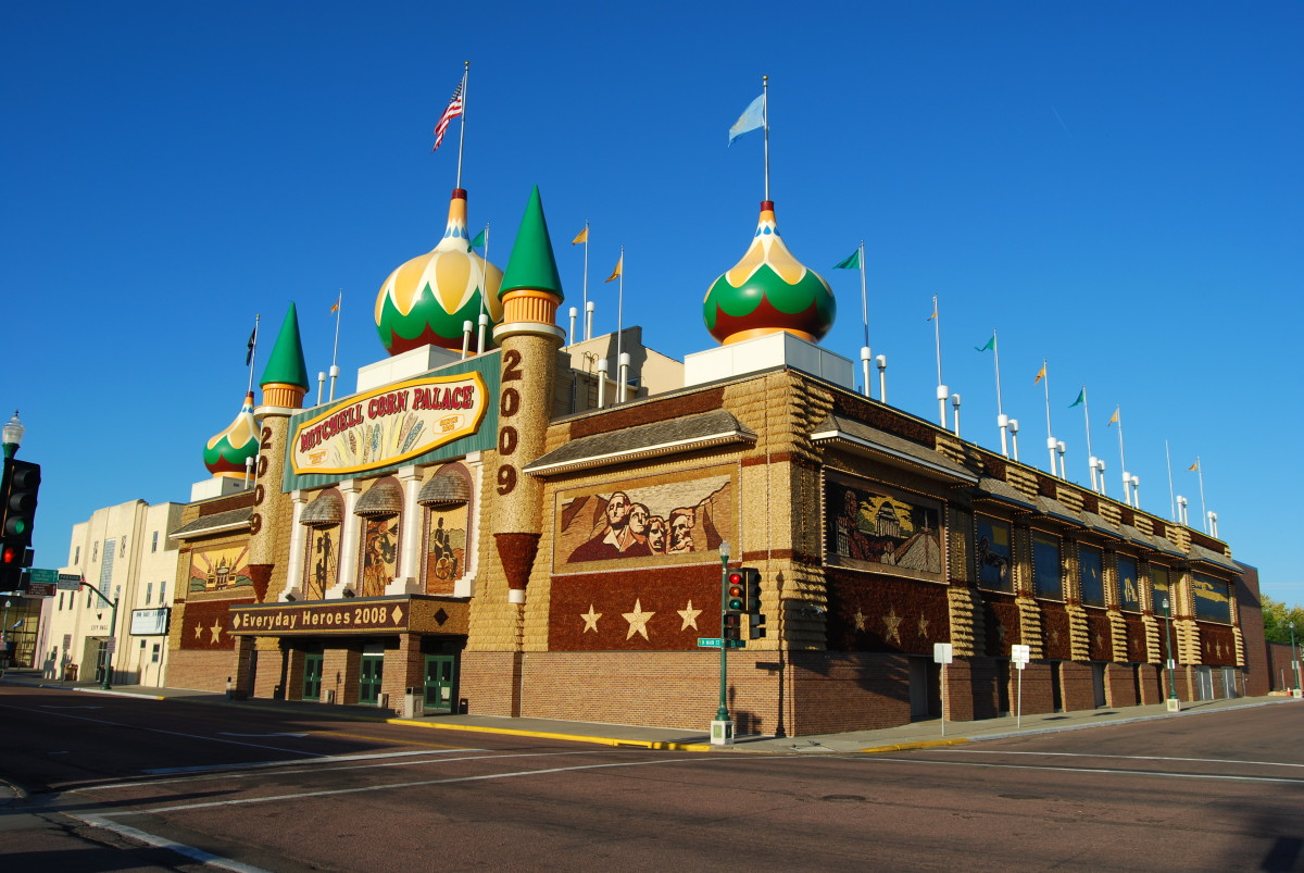 The Corn Palace, Mitchel, SD (www.creativecommons.org/licenses/by-sa/3.0) or GFDL (http://www.gnu.org/copyleft/fdl.html)], via Wikimedia Common