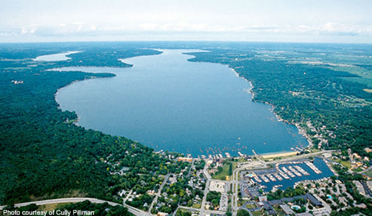 Geneva Lake offers over 5000 acres of water fun and offers many shorelines treats at Lake Geneva, Fontana, and Williams Bay including shopping and ice cream shoppes.