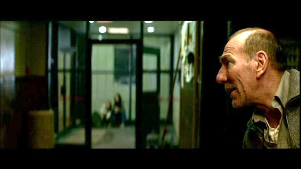Dark Water - Pete Postlethwaite