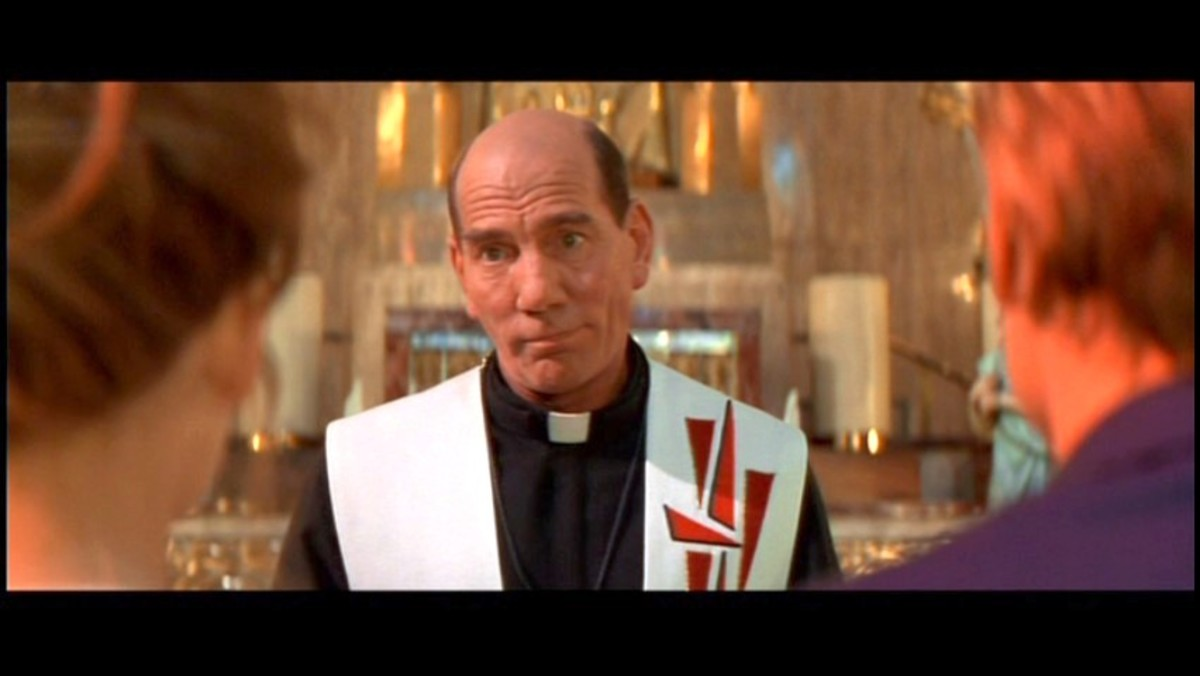 Pete Postlethwaite as Father Laurence