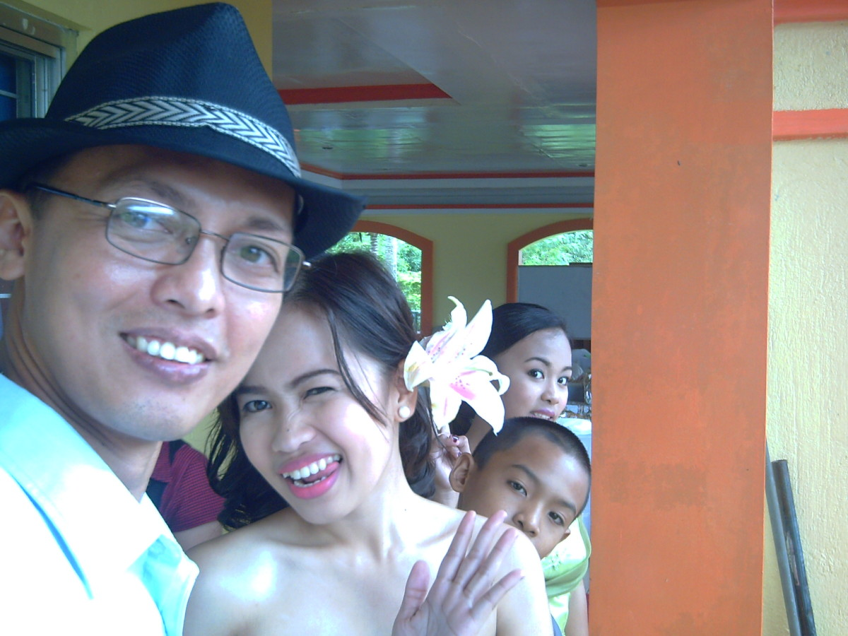 Travel Man as host at the reception(Ireno Alcala) along with cousins