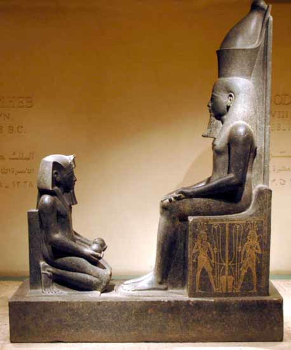 Pharaoh Horemheb kneeling before Atum. In the picture Horemheb is holding two spherical vessels ad is wearing the Nemes head-dress, uraeus, royal beard, shendyt-kitt and sandals