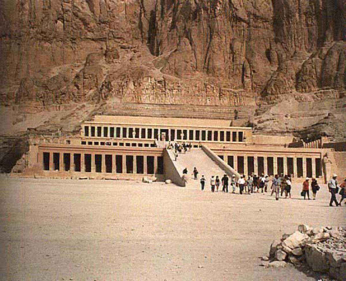 The Temple at Deir-el-Bahri served as a record of major even in Hatshepsut's reign. It has scenes depicting a trading expedition to Pun. The are also scenes of her coronation