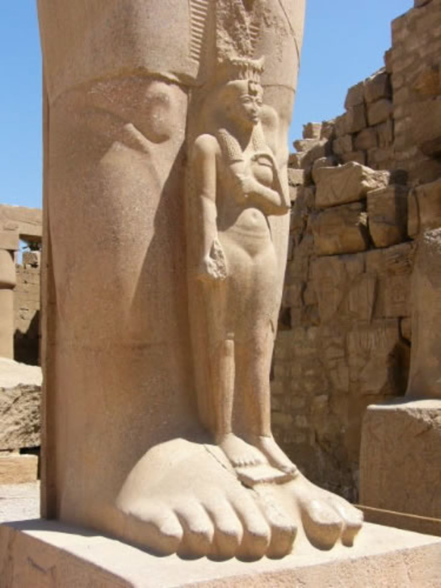 The Karnak Complex is a vast assembly of ruined temples, chapels, pylons and other buildings. It's ancient Egypt's main place of worship and is the largest Ancient religious site in the World(18th Dynasty - !550-1291)