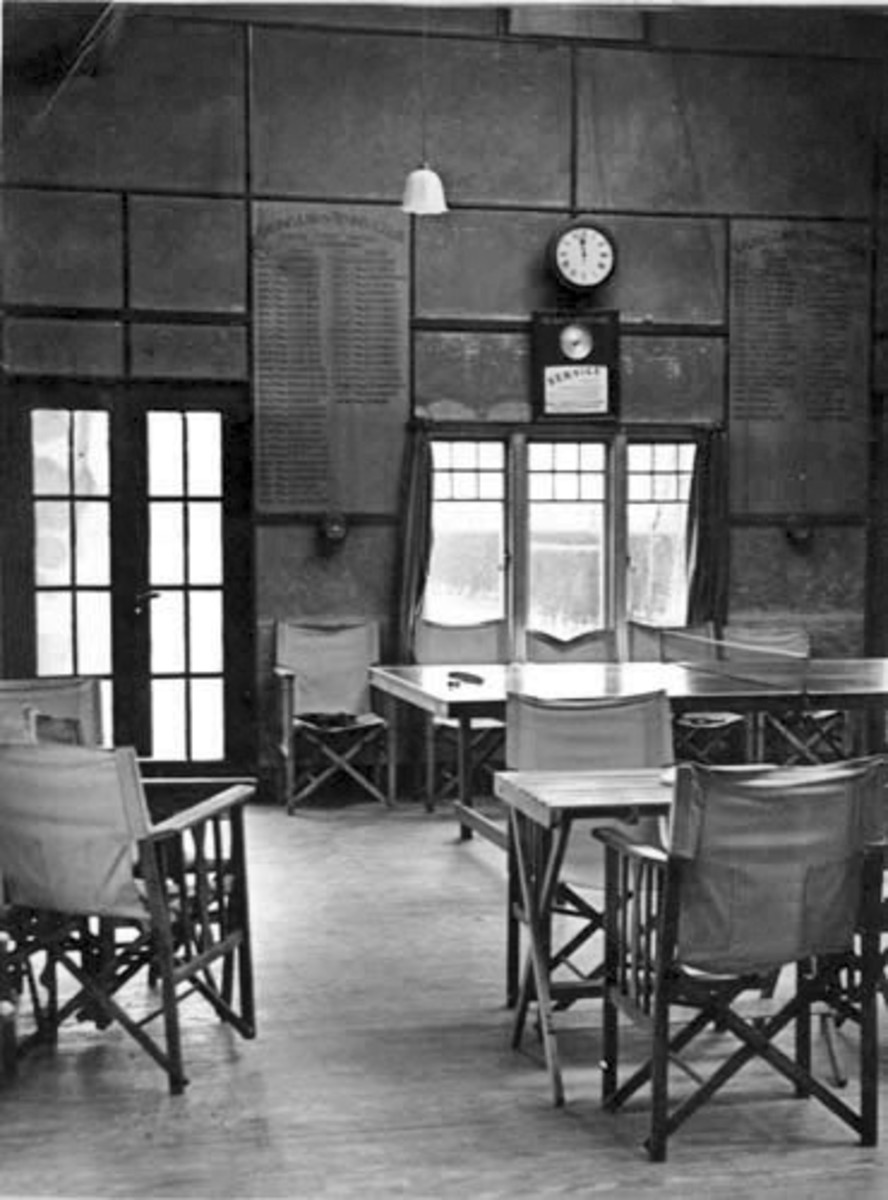 Ealing LTC clubhouse in 1938.  Guy had moved away to Worthing in 1930, but this interior seems likely to have changed little during that time.