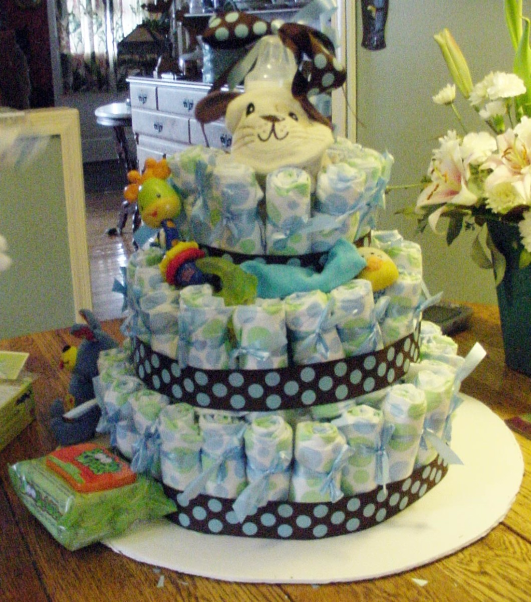 Baby Shower Gift and Decoration - How to Make A Diaper Cake