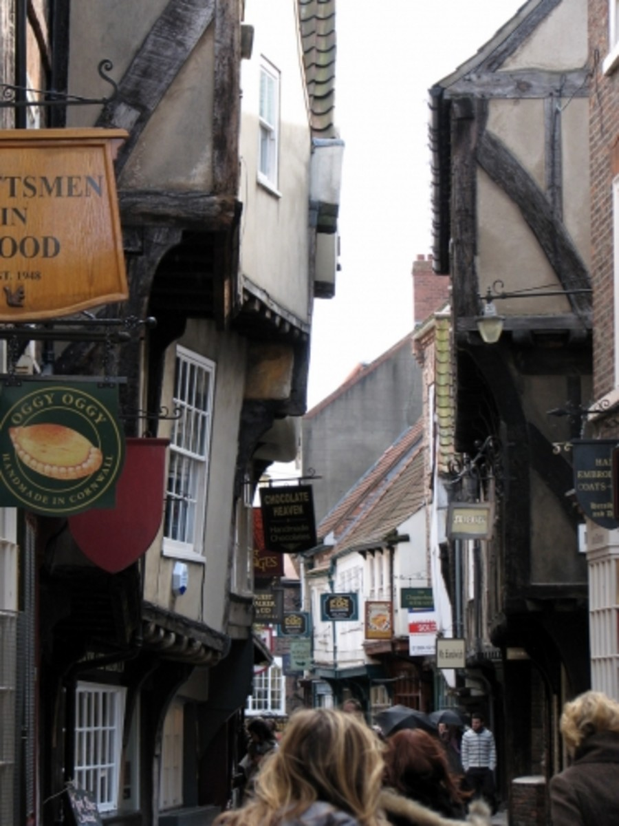Leaning buildings in Shambles of York