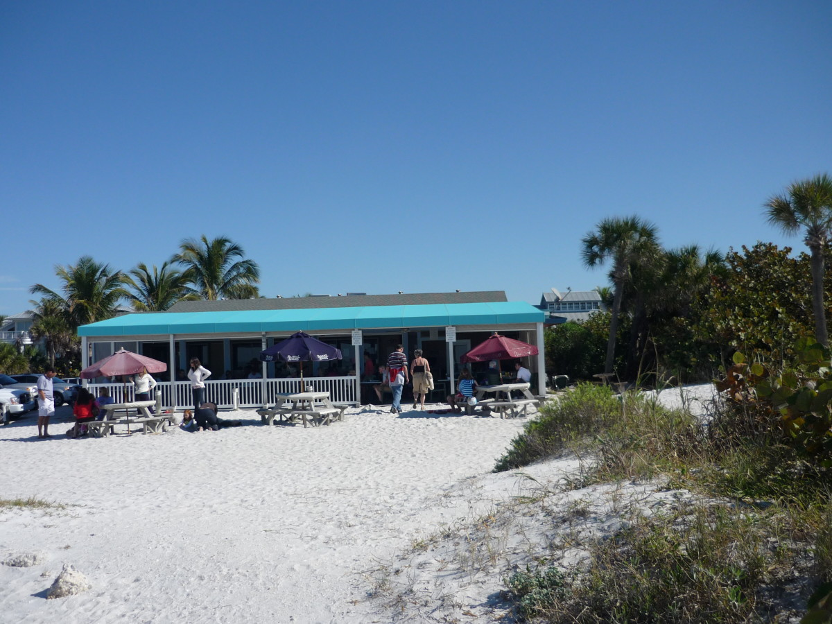 My favorite place to eat, The South Beach Restaurant, right on the beach and doing the best grilled tuna anywhere. Yum.