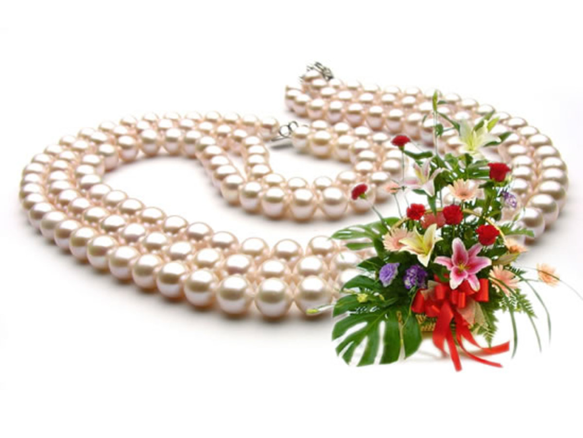 White Cultured Freshwater Pearl Nacklace