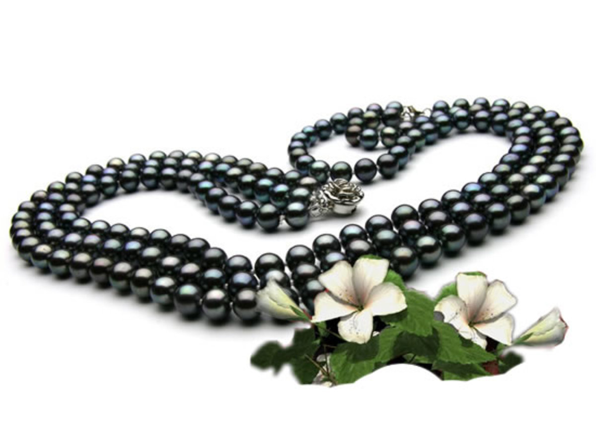 Black Cultured Freshwater Pearl Nacklace