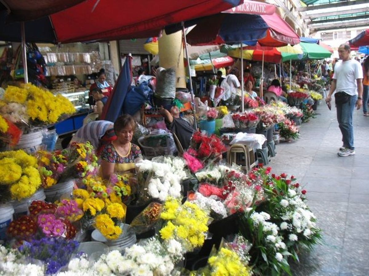 The flower shops near the Plaza Miranda end of Hidalgo are a favorite source for wholesale flower needs.