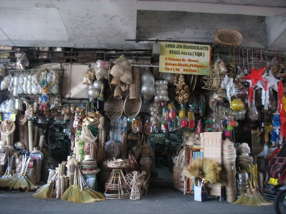 The souvenirs and handicrafts stores under the Quezon bridge are very popular attractions, next only to the Church