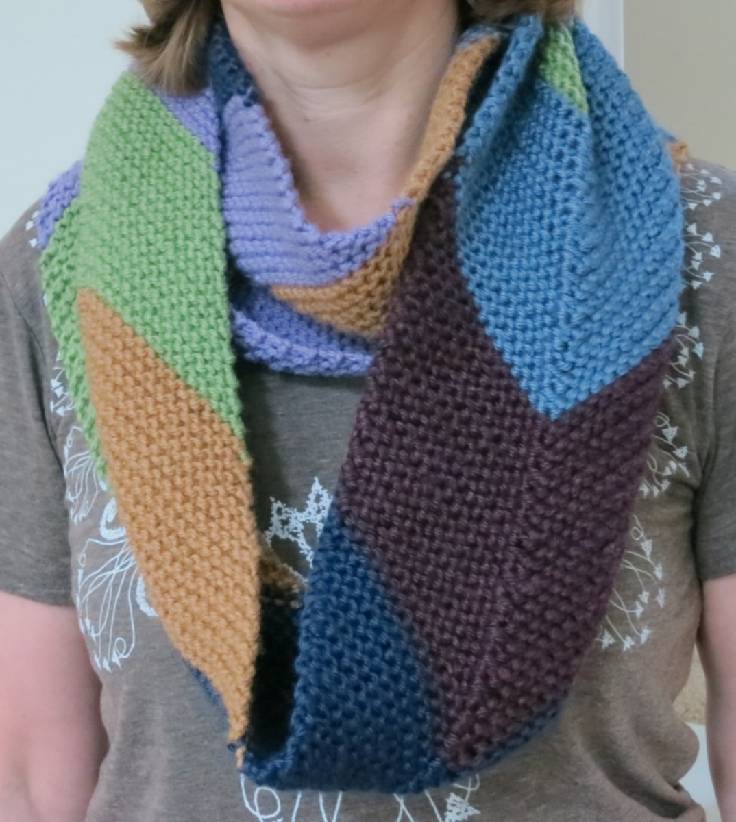 "Free Knitting Pattern:  Easy ""This Way Up"" Chevron Cowl"