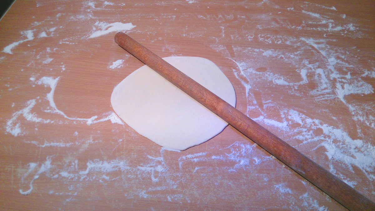 On a floured surface, roll the first into a circle approx. 20Cm diameter.