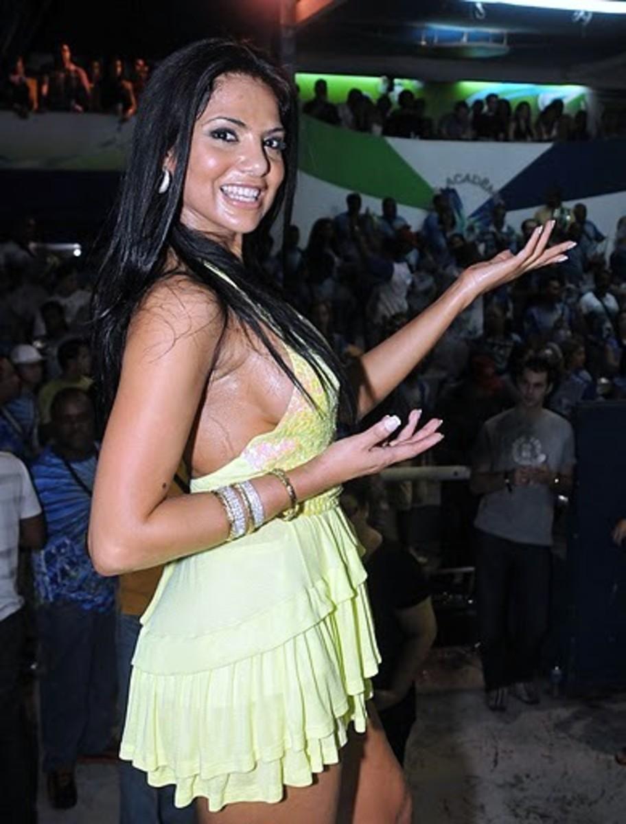 Fabia at samba school pratice ; foto by Alexandre Vidal - Foto BR