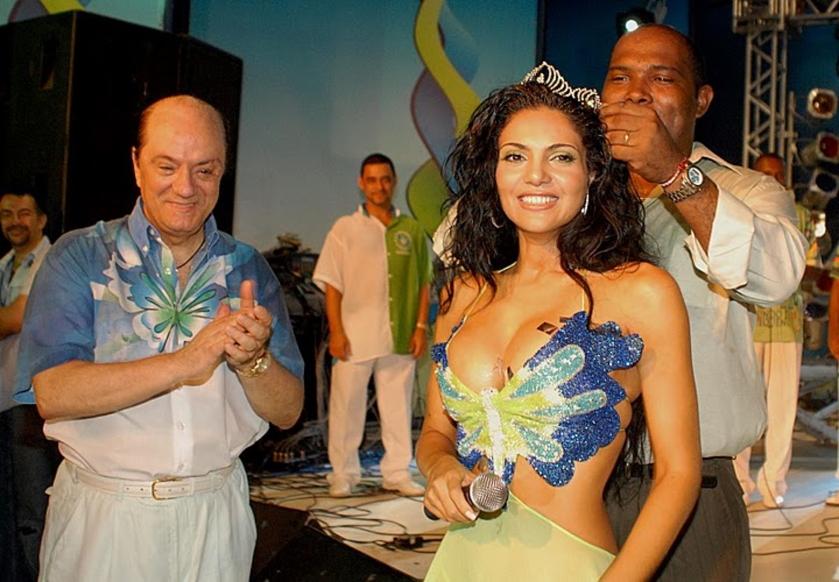 Fabia Borges with the with Rocinha Samba-School President at Crowning ceremony. foto by Alexandre Vidal - Foto BR
