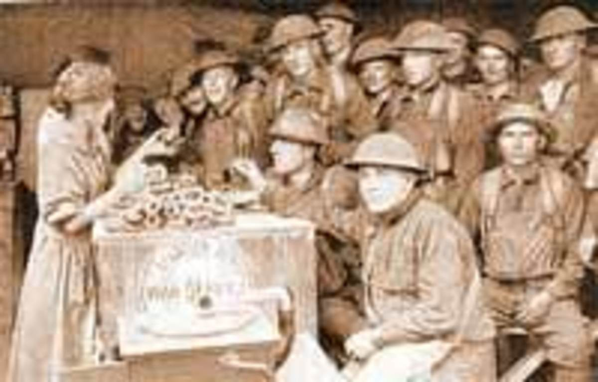 Lassies handing out doughnuts WWI