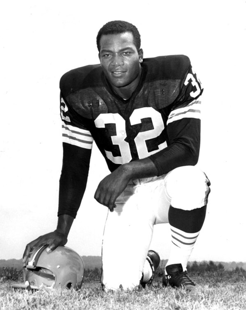 Hall of Fame running back Jim Brown (32) of the Cleveland Browns in 1962. (Photo by NFL/NFL)