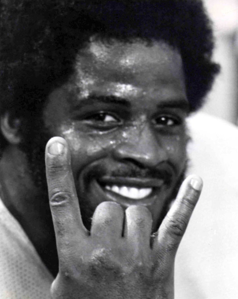 Houston Oilers  Earl Campbell, flashes a hook 'em horns hand sign during a 35-30 victory over the Miami Dolphins on Nov 20,1978, at the Houston Astrodome. He rushed for 199 yds from scrimmage on 28 carries, scoring 4 touchdowns. He was the 1977 Heism