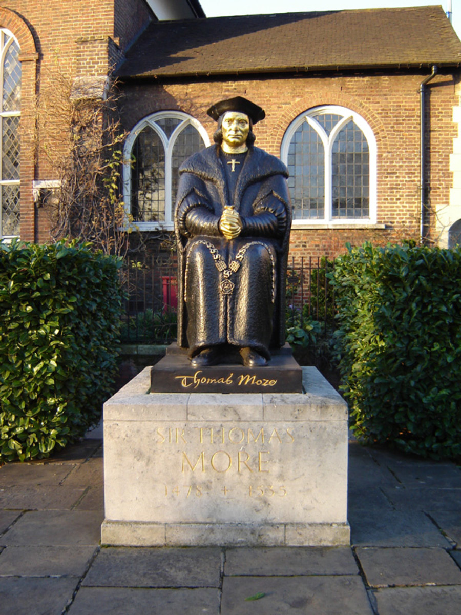 SIR THOMAS MORE STATUE IN CHELSEA, LONDON