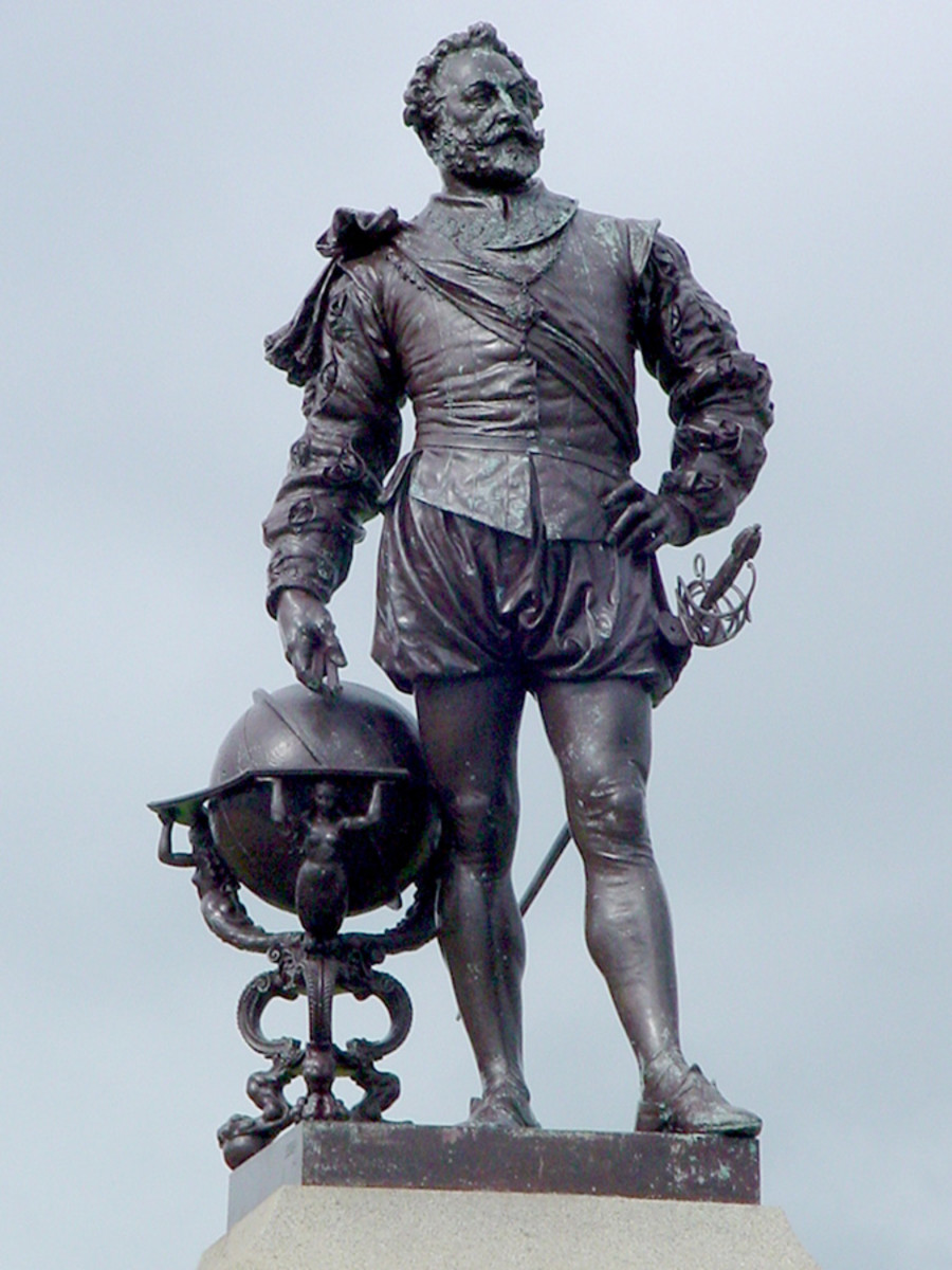 STATUE OF SIR FRANCIS DRAKE AT PLYMOUTH, ENGLAND
