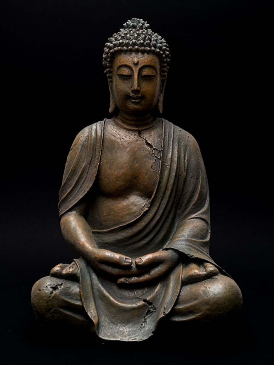 (photo by michael hoefner @ http://commons.wikimedia.org/wiki/File:Buddha_1251876.jpg)