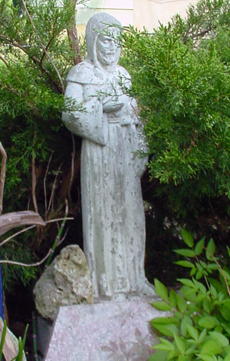 Saint Francis of Assisi garden statue