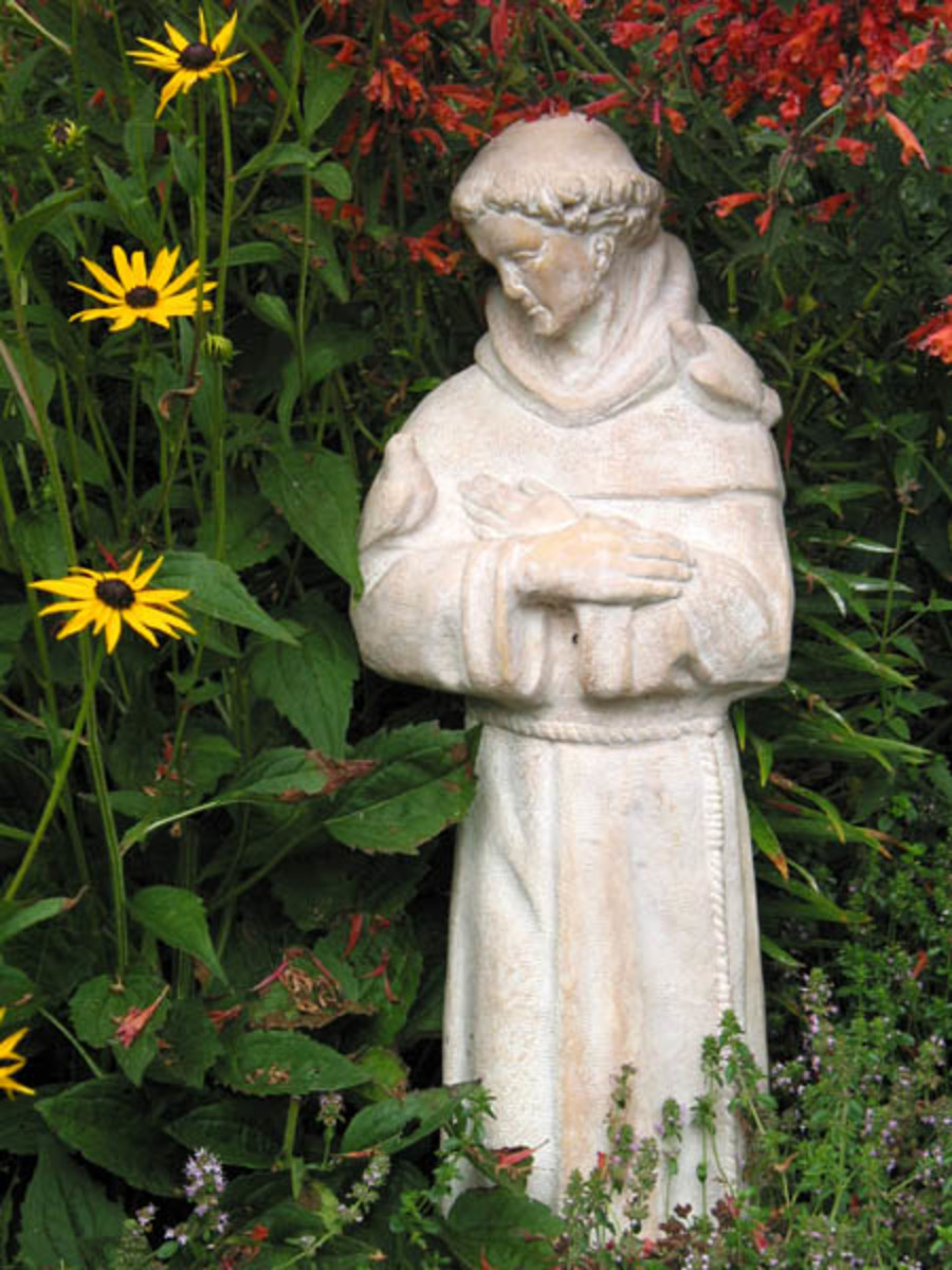Saint Francis of Assisi garden statue