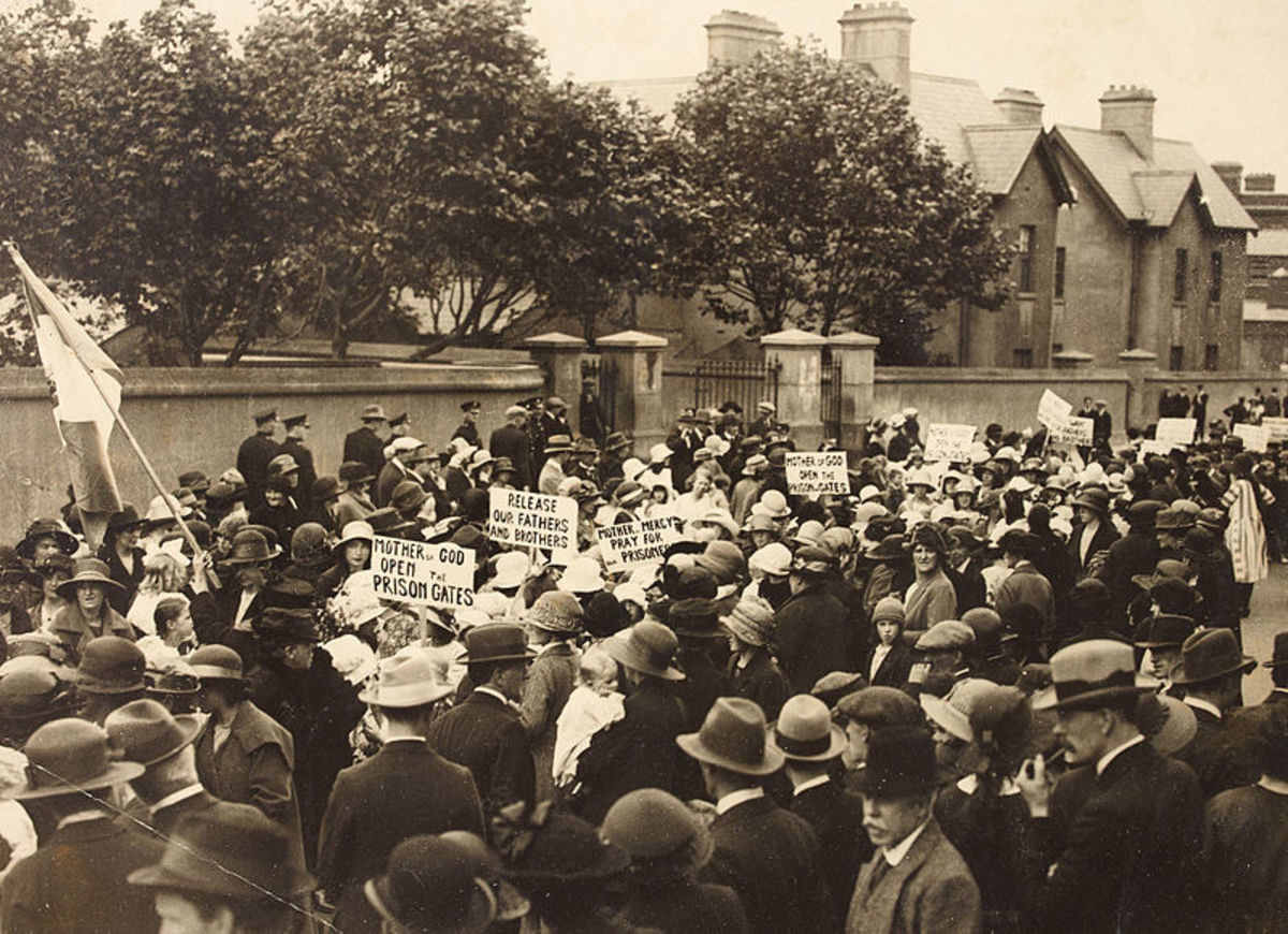 Protest outside the notorious Mountjoy Prison, during the Irish Time of Troubles