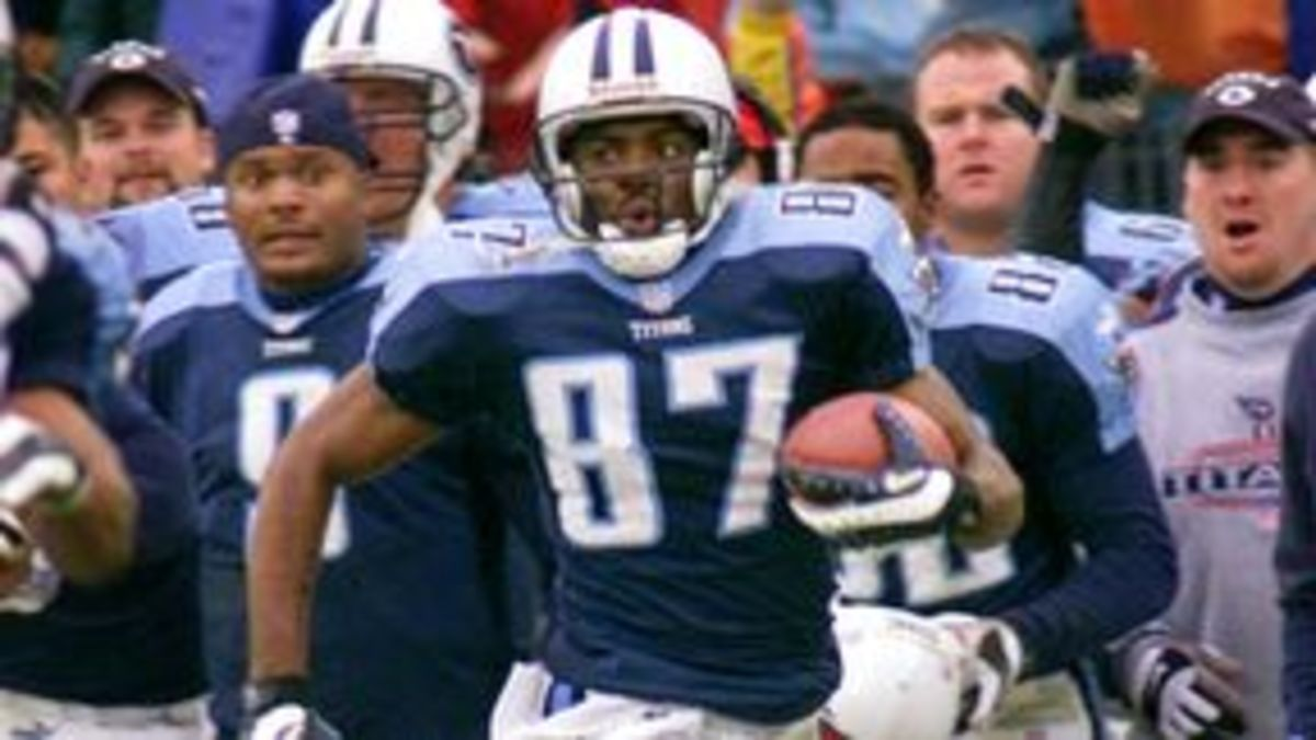 "Steve McNair had a front-row seat to Kevin Dyson's trip down the sideline during the Jan. 8, 2000 ""Music City Miracle."" AP Photo/Wade Payne"
