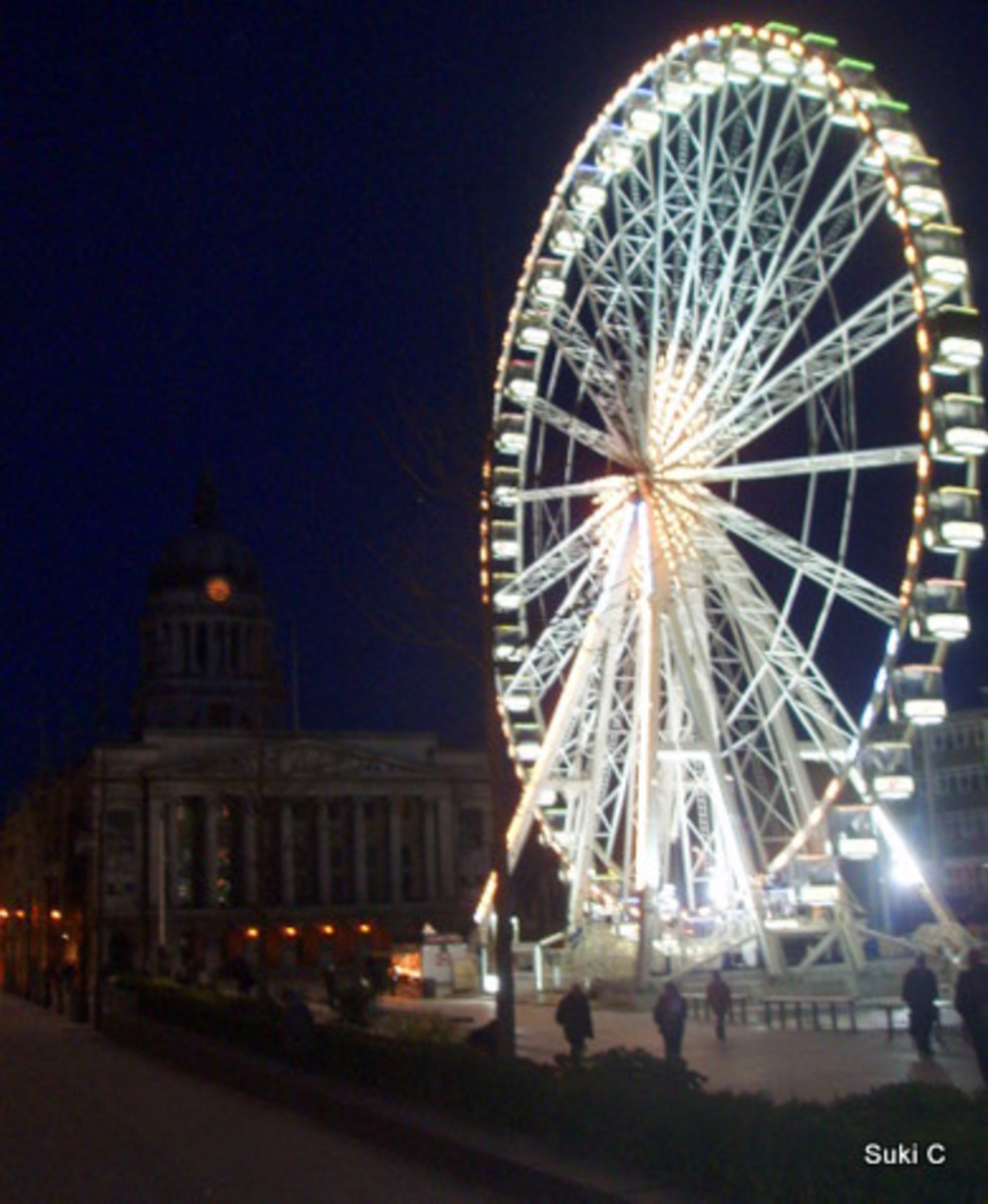 The Wheel lighting up the Square!