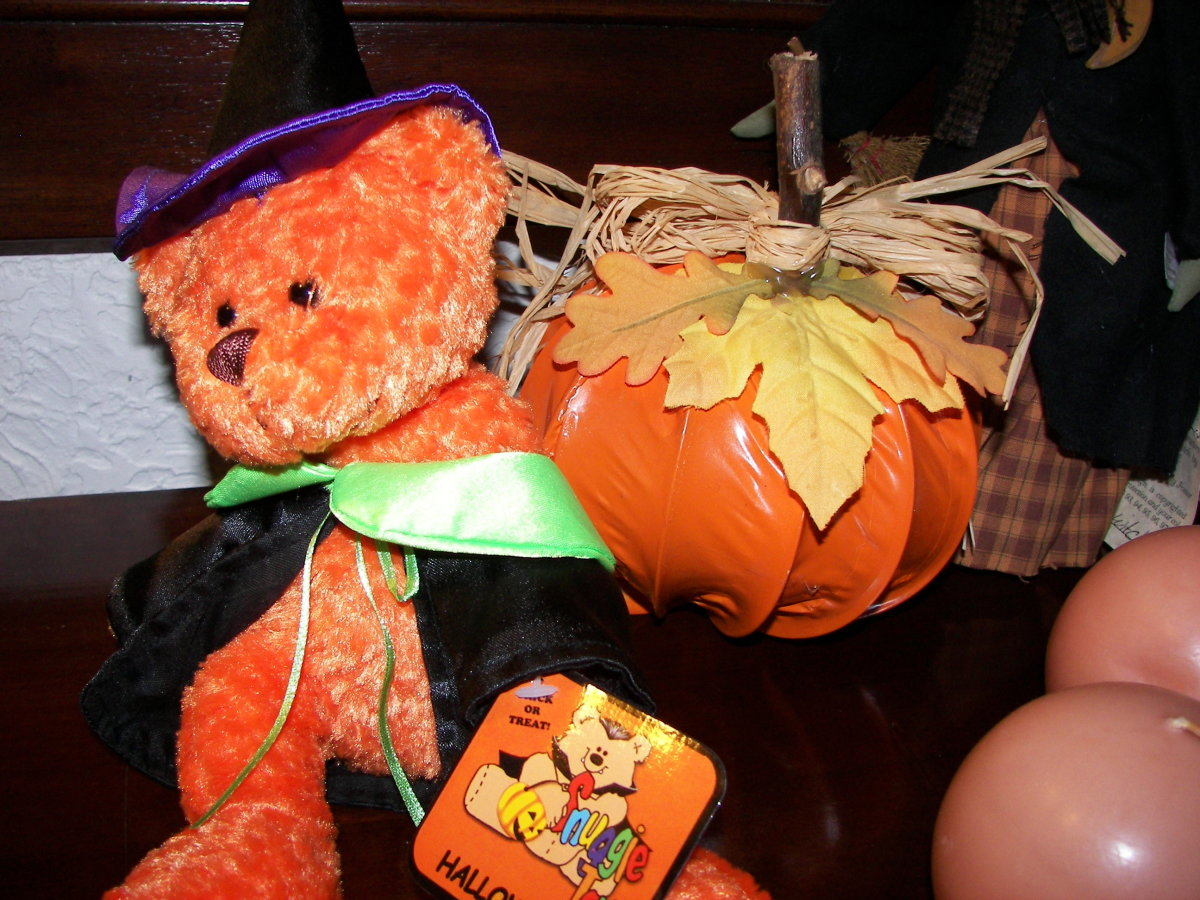 Homemade Halloween Decorations - Pumpkins Made from Clothes Dryer Hose