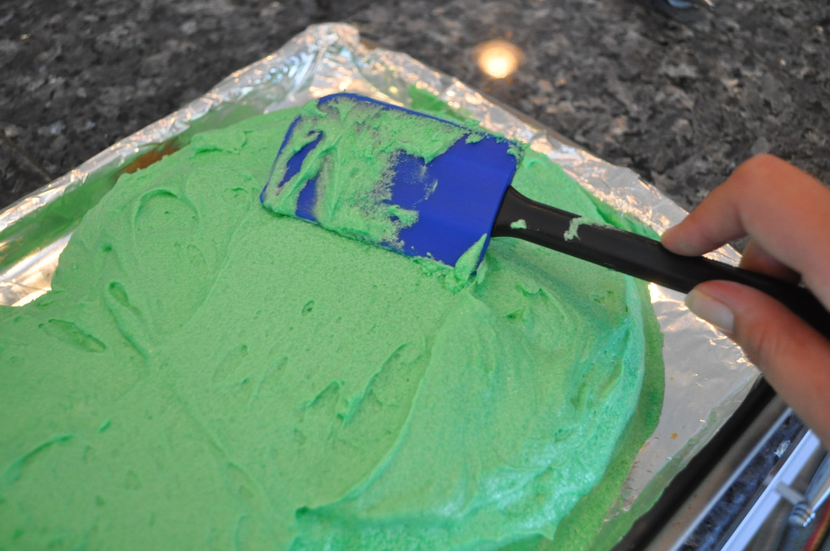 Using a rubber spatula will make frosting a cake a breeze.