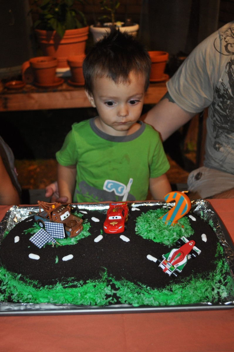 Make your child's birthday special: How to Make a Race Car Track Cake