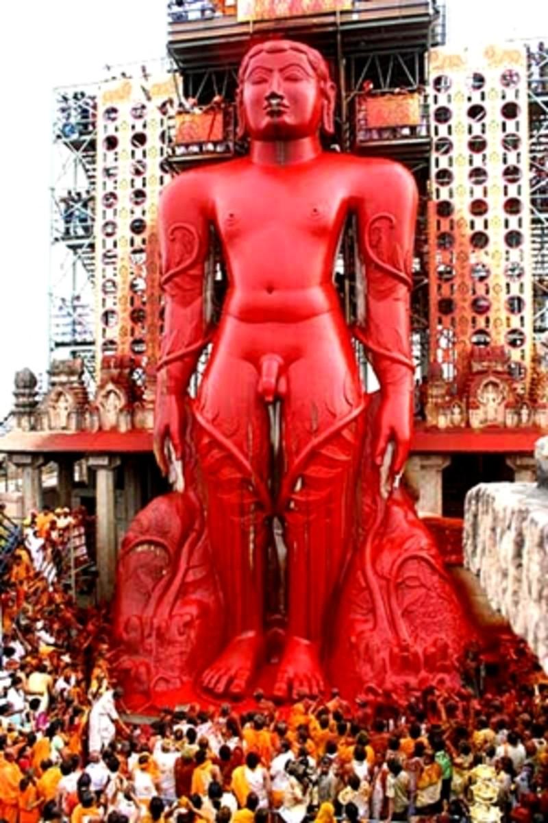 Mahamastakabhishek ceremony of Gomateshwar statue