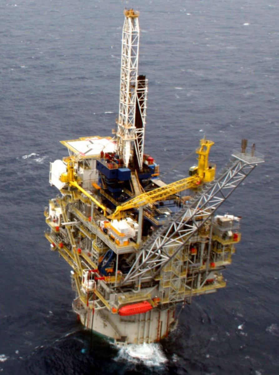 Spar Oil Platform