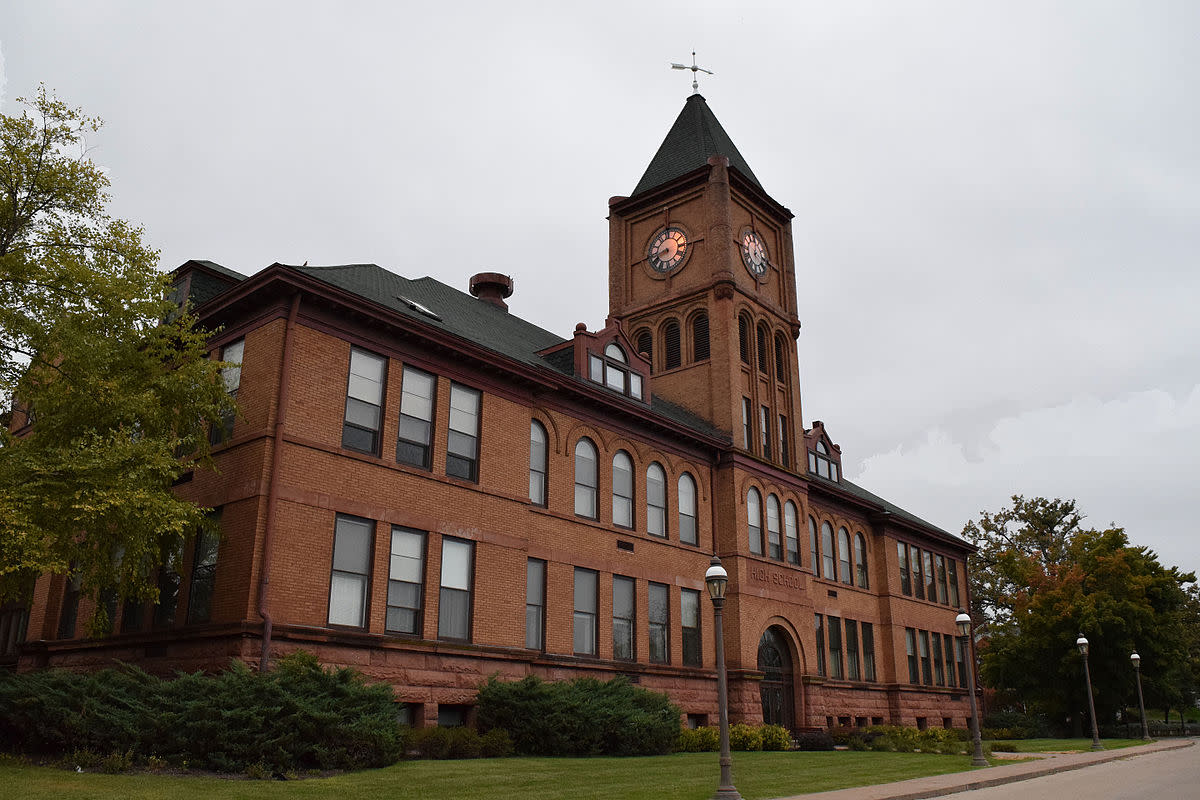 Photo of former Galena High School now a multi-family residential condominium building