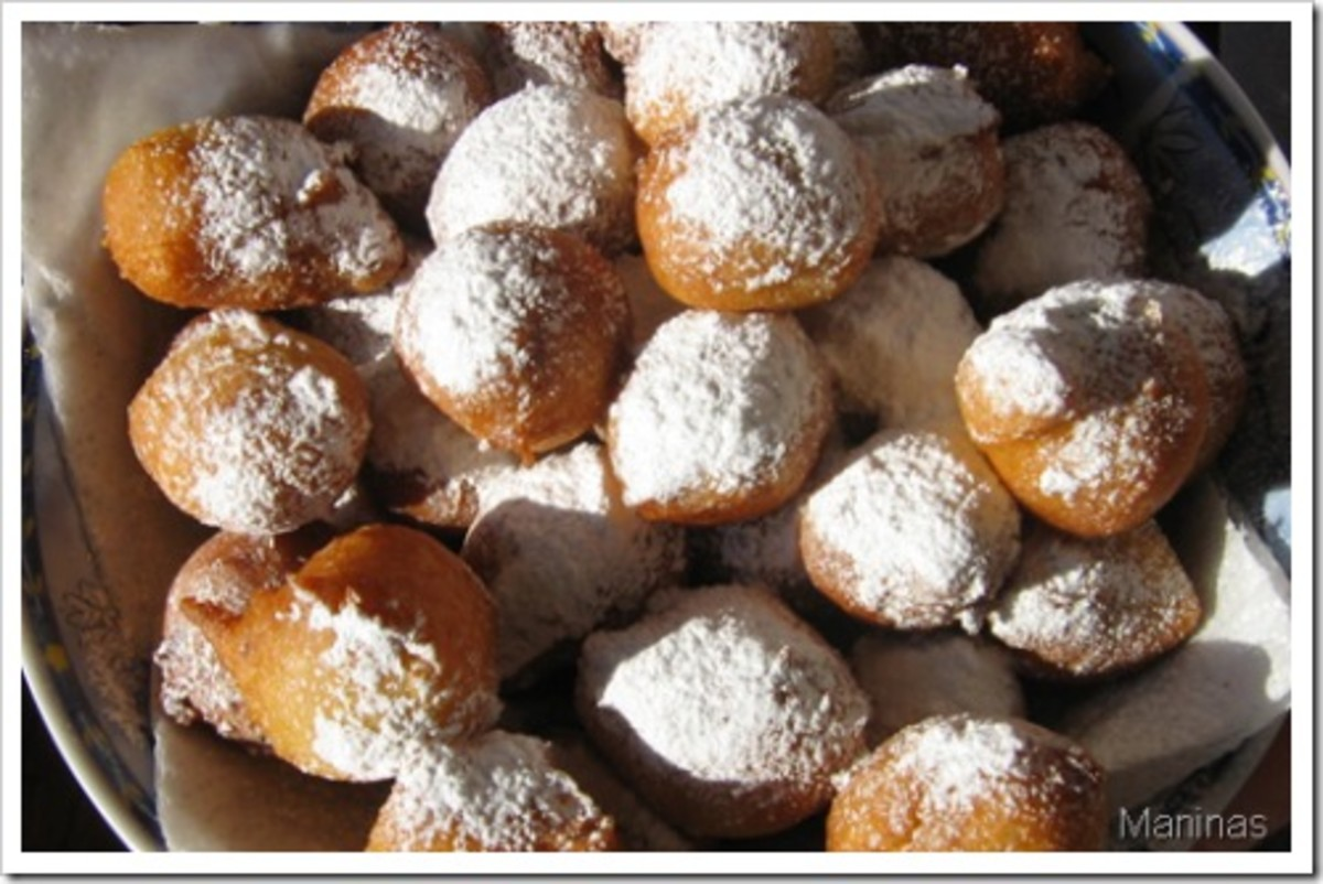Pasrate, also known as Fritule, which are traditionally served on Badnjak (Christmas Eve)