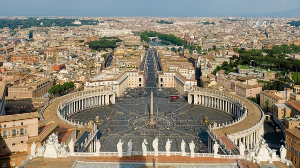 ST PETERS SQUARE IN THE VATICAN CITY
