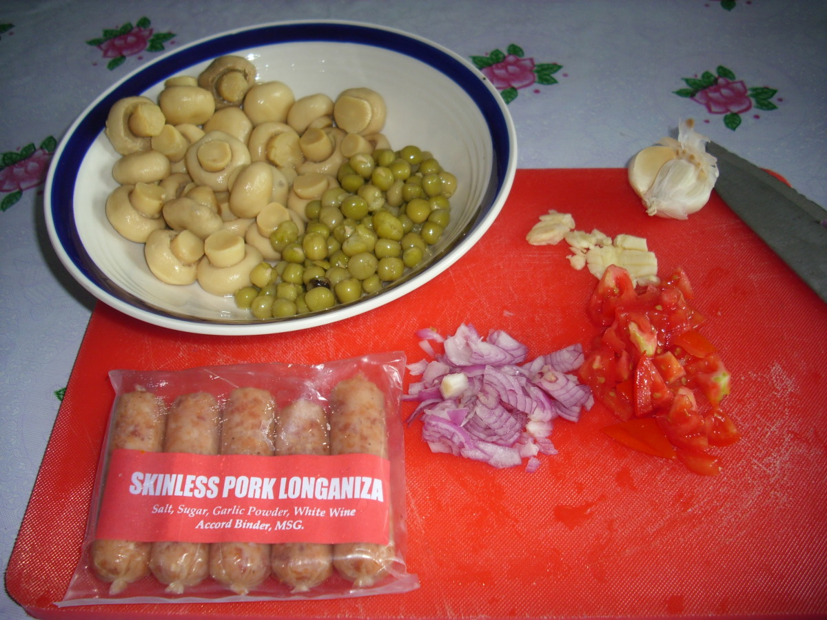 Some of the ingredients:  Longganisa, mushrooms, peas, onion, tomato and garlic.