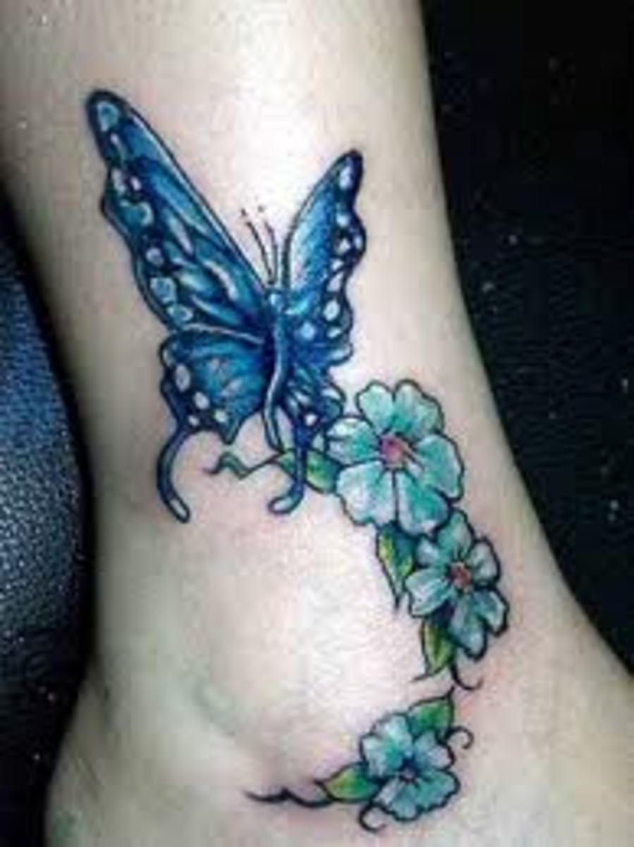 Тату бабочек на ноге