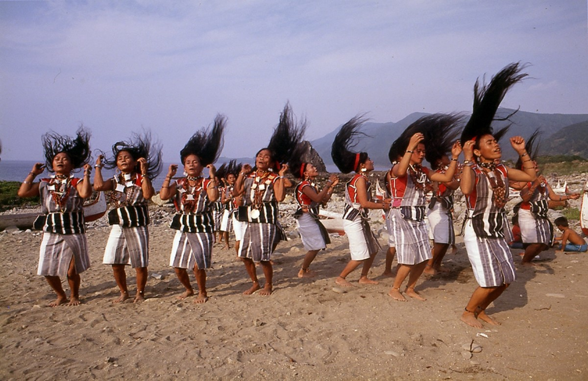 Traditional women's dance.