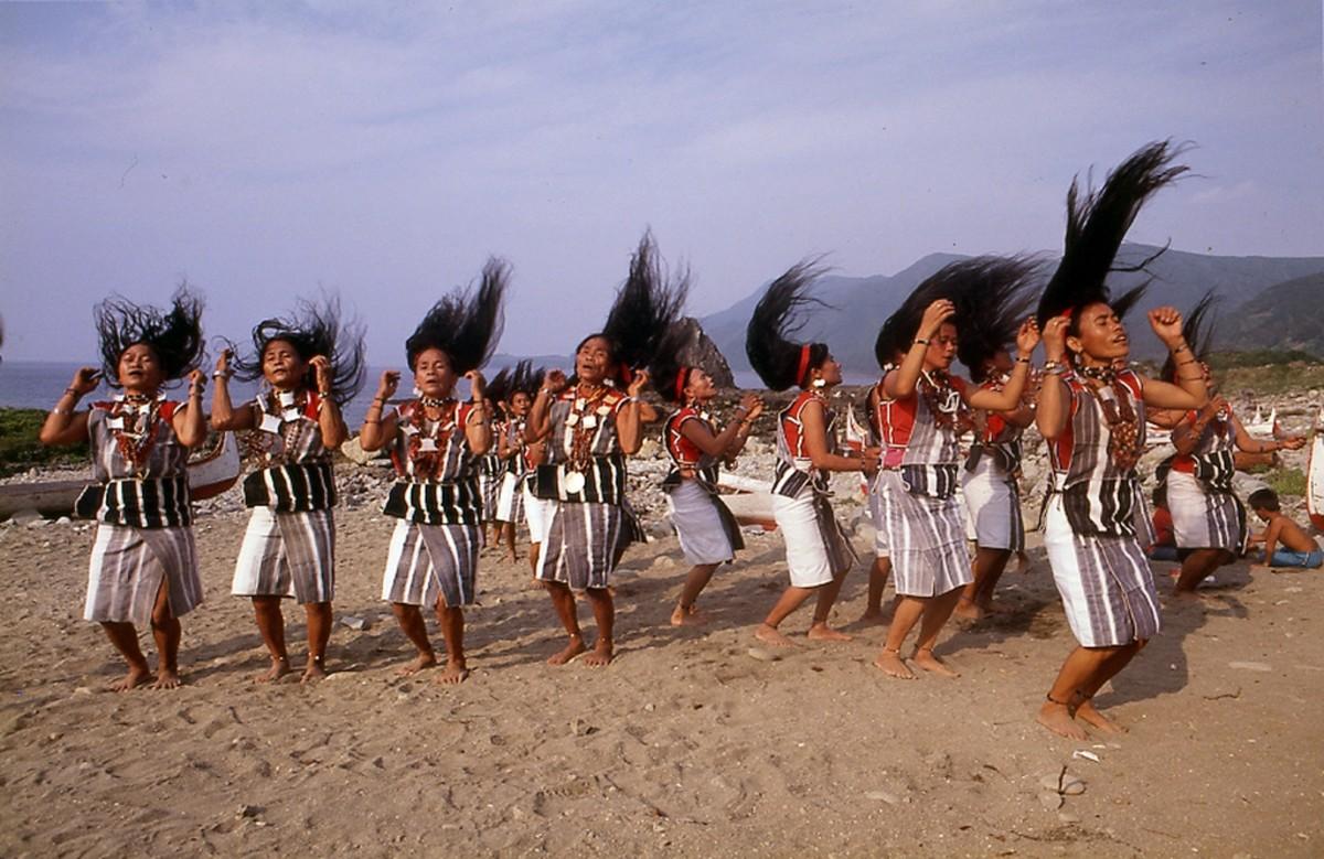 Traditional women's dance.