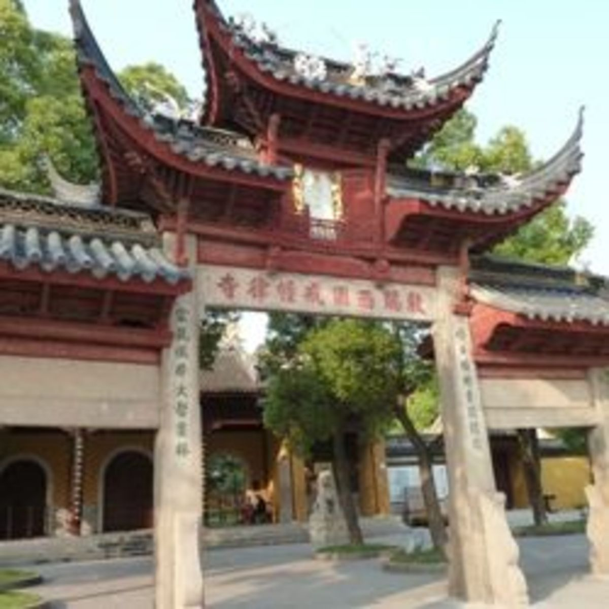 What is a Buddhist Temple like?  Visit some Chinese temples and find out