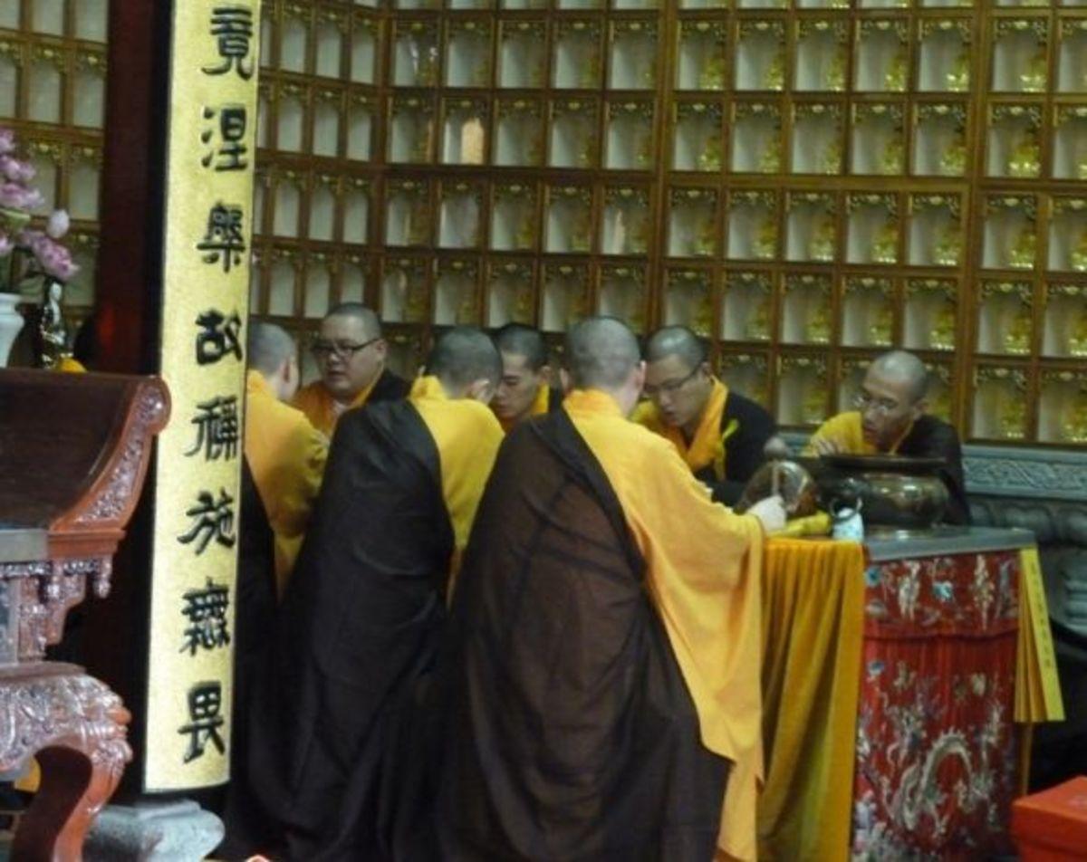 funeral chanting at Jade Buddha Temple