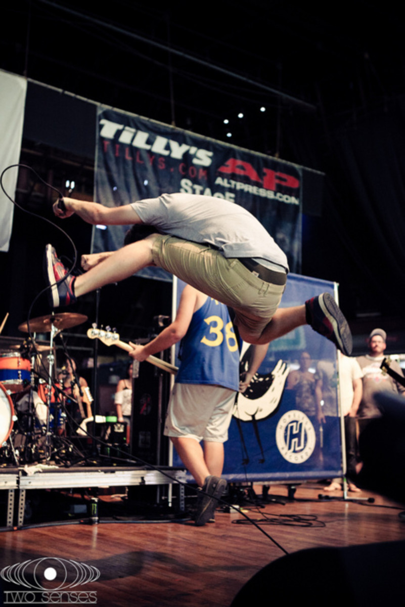 Soupy of The Wonder Years doing a posi jump