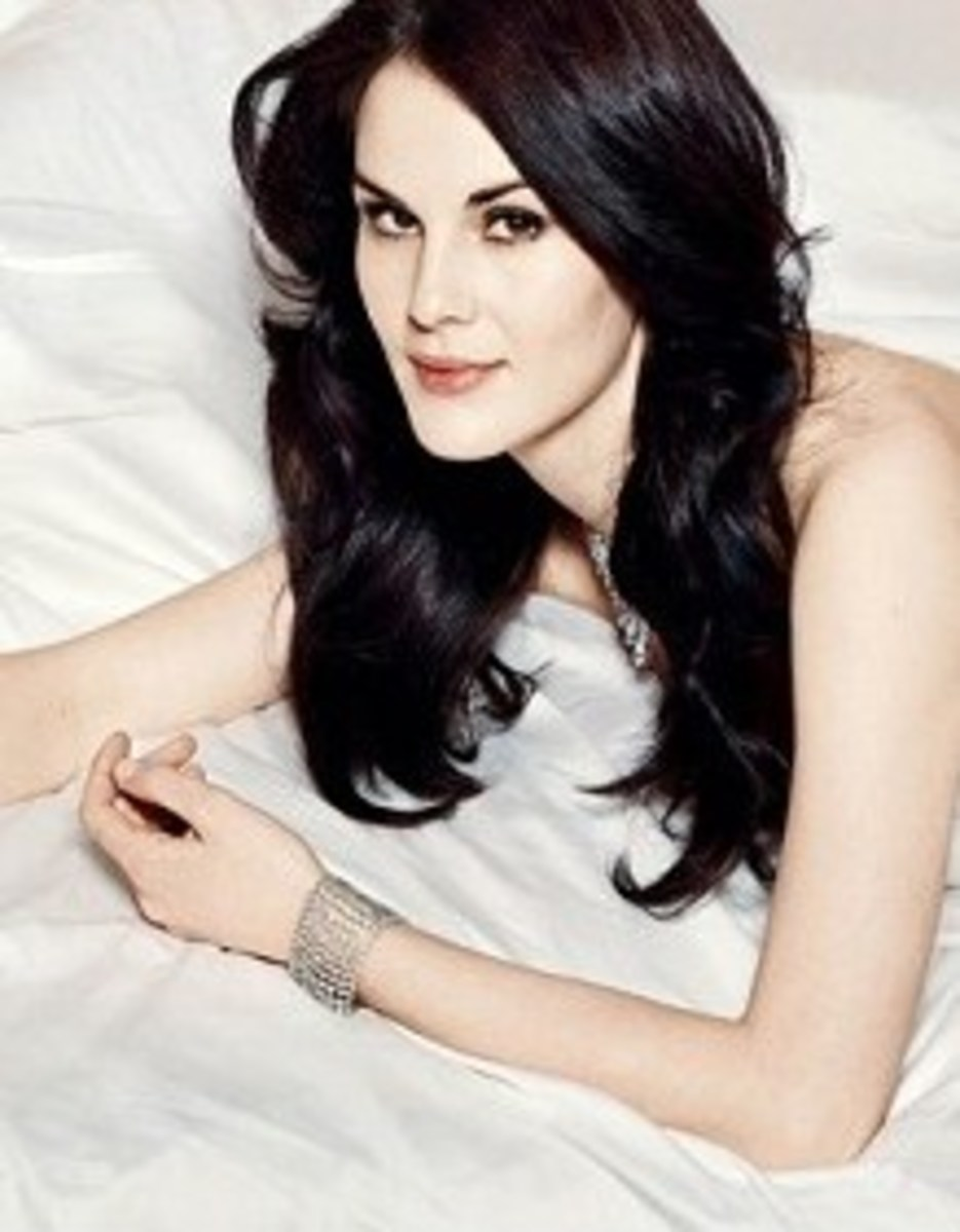Michelle Dockery on the cover of Vanity Fair, pale and beautiful