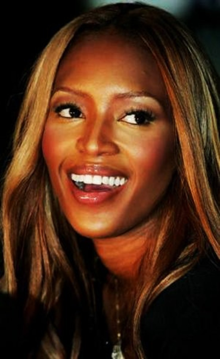 Naomi Campbell with straight blonde hair