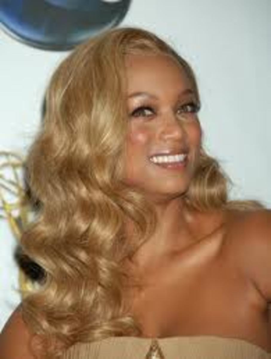 Tyra Banks with long, wavy blonde hair